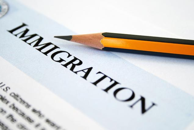 "<span class=""entry-title-primary"">이민 또는 유학을 준비하시는 분들께</span> <span class=""entry-subtitle"">처음 공항에 마중나오는 사람이 누구냐에 따라 그 이민자의 미래가 결정된다?</span>"